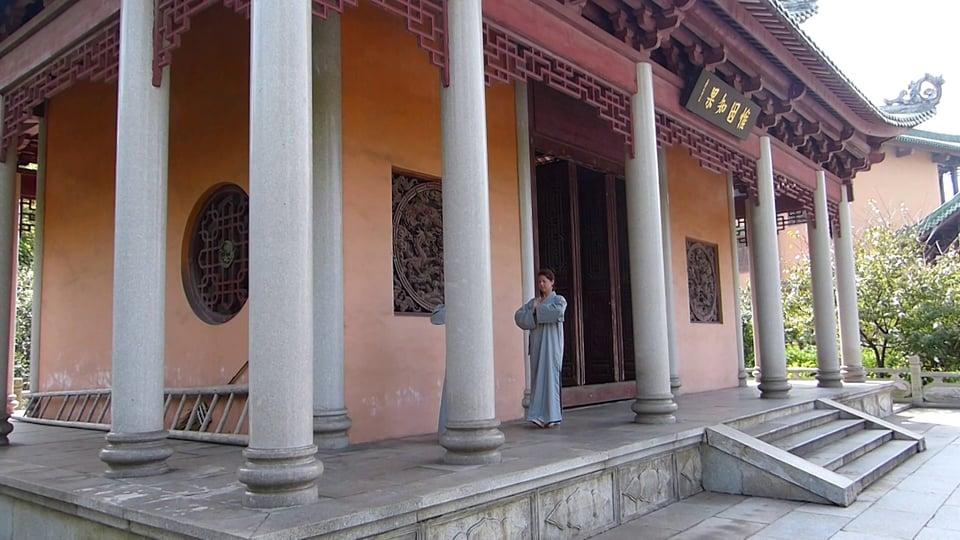 Kinhin im Zen Kloster